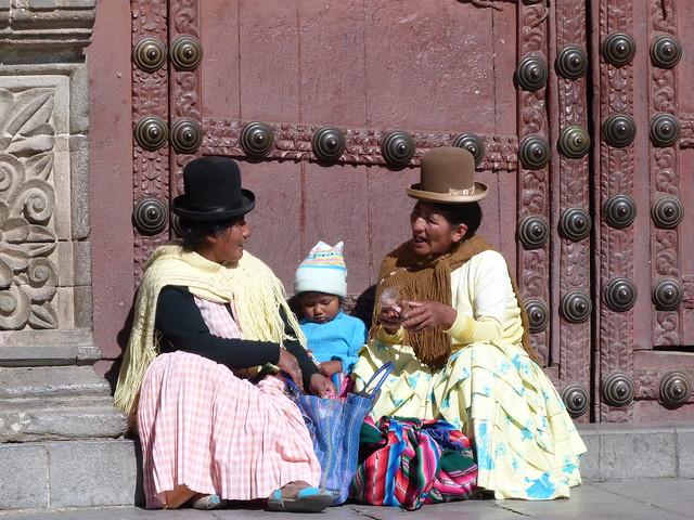 Mujeres en La Paz (Guía de lugares que visitar en Bolivia durante un viaje)