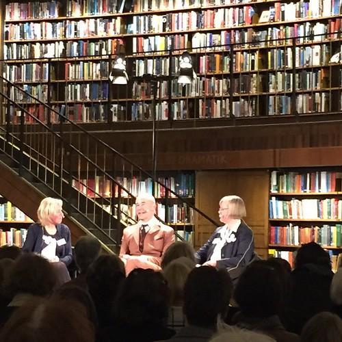 Mark Levengood och Marianne och Lotta från Sällskapet för Ester Ringnér-Lundgren samtalar om Lotta-böckerna   by Granding