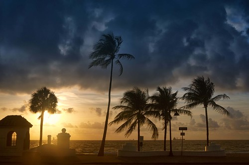 lasolasbeach florida fortlauderdale usa america palmtrees cloudy warm nikond90 googlenik silhouette sun dawn sunrise