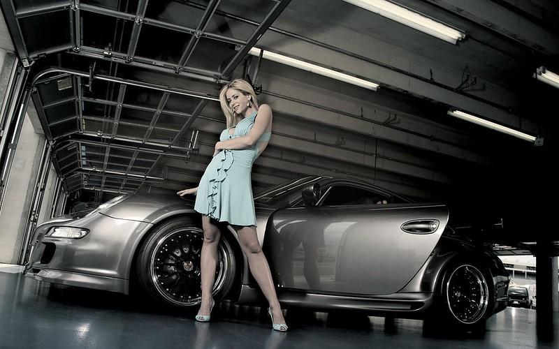 Girls_Beautyful_Girls_Beautiful_girl_and_car_022846_