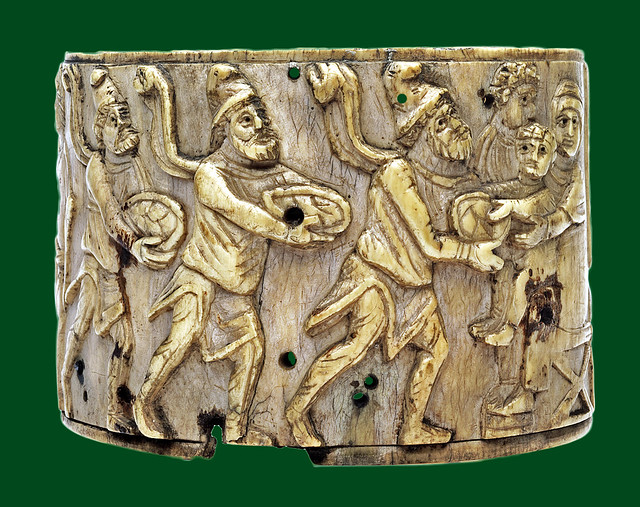 Ivory pyxis with the adoration of the three Magi
