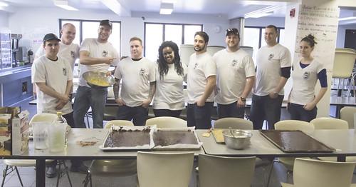 Group Posing in Kitchen / Groupe posant dans la cuisine