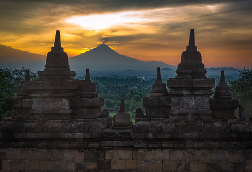 blue sunrise java yogyakarta jogjakarta indonesia volcano merapi gunungmerapi mountmerapi borobudur fierysky orange temple ruin a77 sony landscape