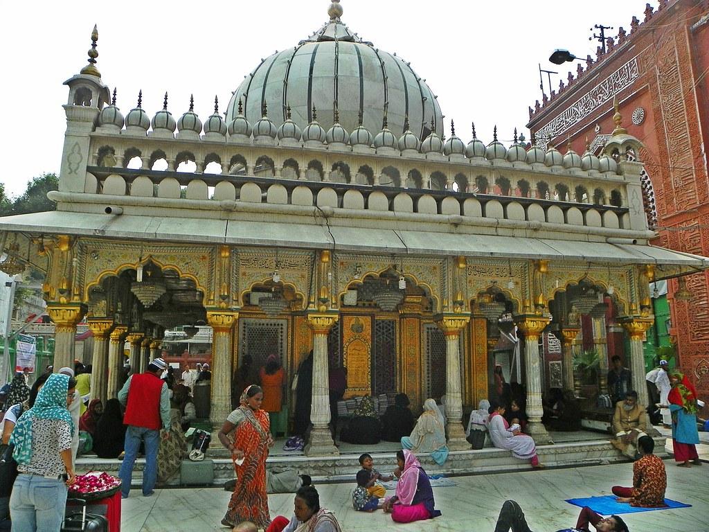 Nizamuddin Dargah tourist places in Delhi