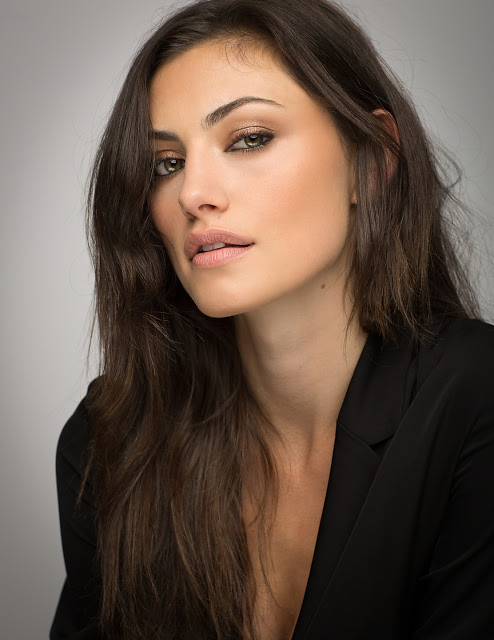 Phoebe Tonkin Hd Wallpaper Images Pictures Whatsappshe