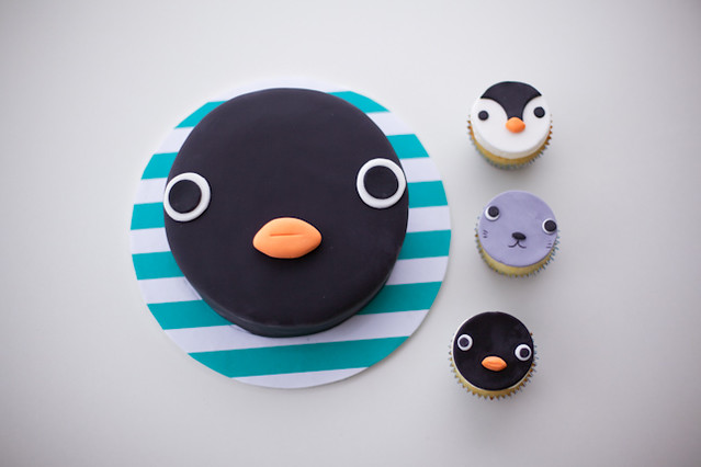 Pingu Cake and Pingu Cupcakes by Coco Cake Land