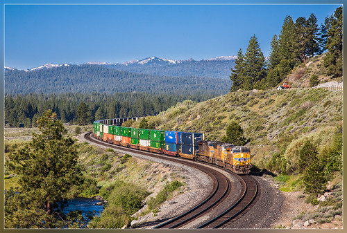 california snow mountains train unitedstates sneeuw zug container unionpacific neige bergen curve trein montagnes truckee courbe doublestack bocht bergtop
