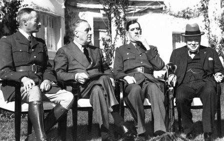 Resultado de imagen para Fotos: Conferencia de Casablanca entre Roosevelt, Churchill y los generales franceses Giraud y De Gaulle.