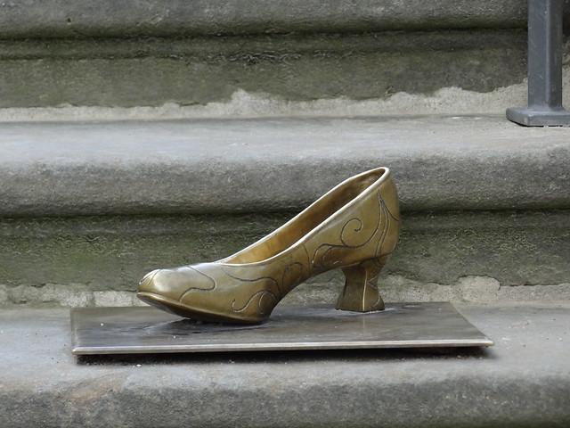 Rings Blüten nur und Triebe und Halme von Segen schwer, ein Schuh in Moritzburg ist dir, als zöge die Liebe des Weges nebenher 2078