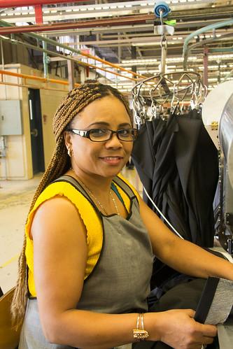 Female Factory Worker / Travailleuse en usine