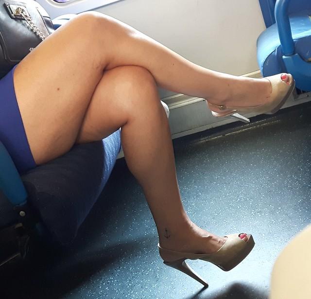 Le gambe delle donne sono dei compassi che misurano il globo terrestre in tutte le direzioni, donandogli il suo equilibrio e la sua armonia. (Bertrand Morane)