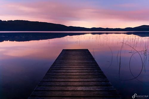 nacht ruhig violett deutschland rosa landschaft steg see wasser heiter eifel ausen reflektion rheinlandpfalz langzeitbelichtung natur