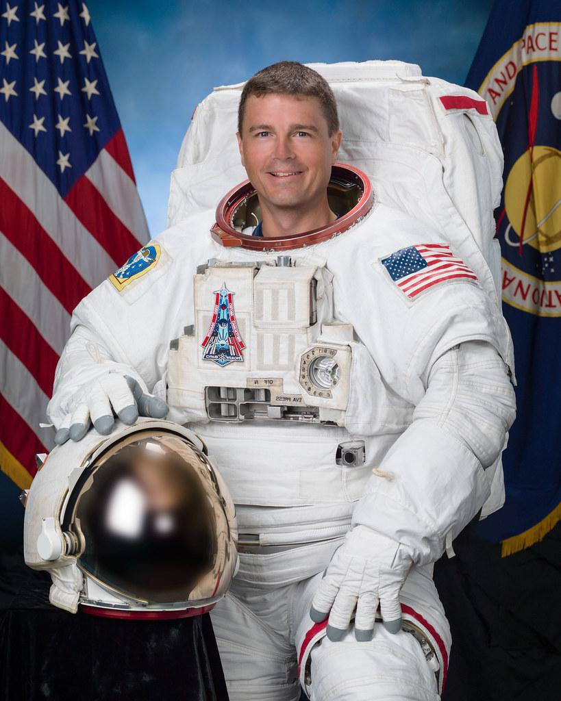 jsc2015e075864 | Official individual astronaut portrait of ...