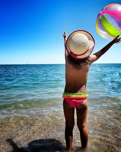 Just having Fun   #play #fun #funtime #Colorful #colors #ball #Beach #Summer #summer2016 #summertime #Hat #mybabygirl #kid #kids #Margherita #babygirl #Numana #amazing #picoftheday #photooftheday | by Mario De Carli