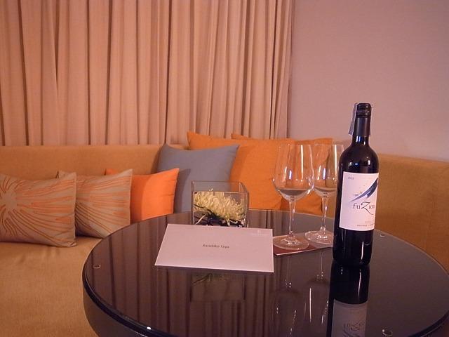<p>b)ワインはプラチナ会員へのプレゼントです</p>