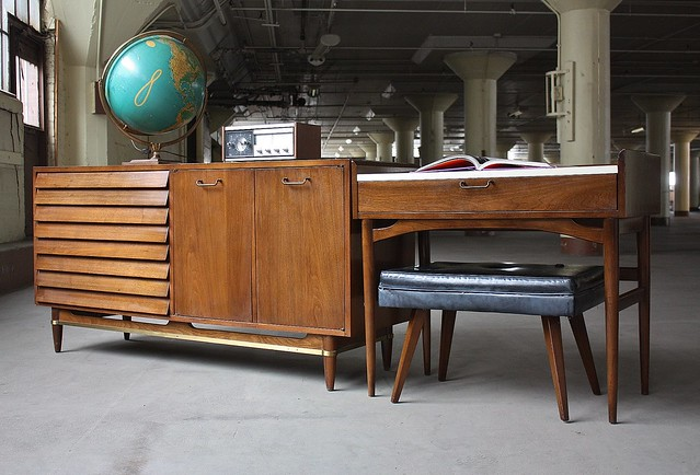 ***ON DECK***Fist Fighting American of Martinsville Dania Collection Dresser Credenza and Vanity Desk (U.S.A., 1960s)