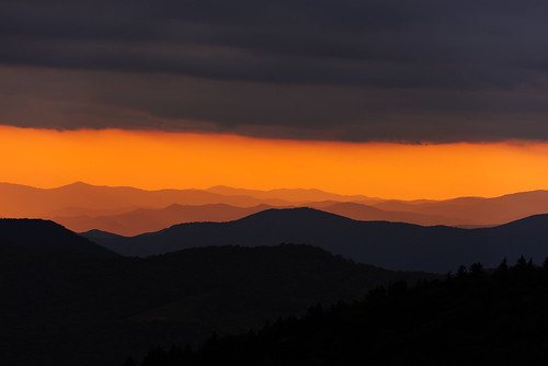 sun 70200mm f28 vrii nikon d750 smoky mountains silhouette contrast dusk clouds weather sunbeams blueridge nikon70200mmf28vrii blueridgeparkway smokymountains layers lightroom vsco vscofilmpacks velvia100f