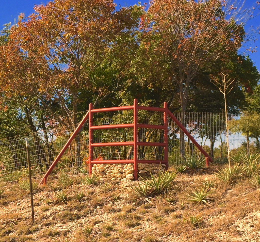 Pipe fence corner brace with T-post Fence | Corner brace out