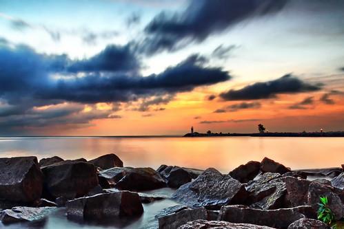 longexposure morning lighthouse lake rocks greatlakes jordan lakeontario shores jordanharbour