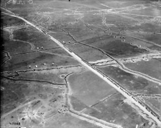 Troops on the march, November 1917 /  Troupes en marche, en novembre 1917