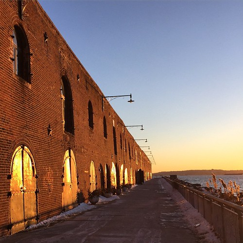 It was chilly today but the setting sun sure was pretty. #redhook | by KJLaFoy
