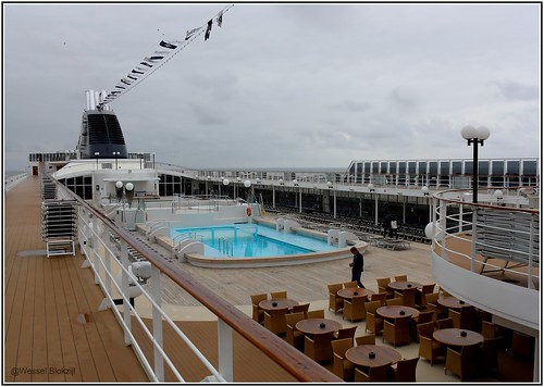 MSC Opera - View on the Spinnaker Bar and pool area from t ...