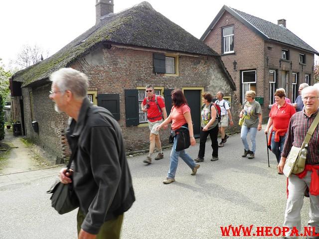 16-04-2011     Rode-Kruis   Bloesem   wandeltocht 26 Km (107)
