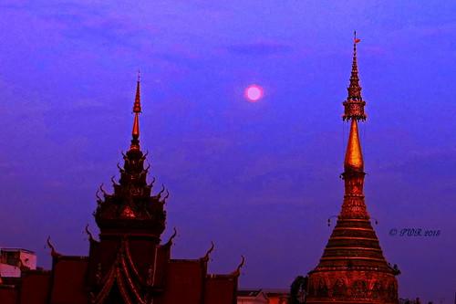 chiangmai thailand evening dusk sunset moonrise ประเทศไทย stupa สถูป ตอนเย็น เชียงใหม่ chiangmai2015 earthasia