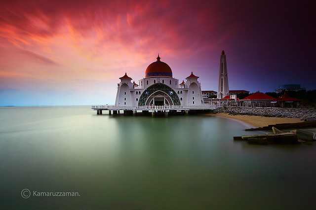 Through the light  ..Malacca Straits Mosque.