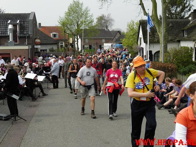 16-04-2011     Rode-Kruis   Bloesem   wandeltocht 26 Km (93)