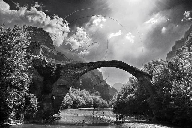 Χαίρε γέφυρα μετάγουσα τους εκ γής προς ουρανόν Greetings the switches bridge from earth to heaven