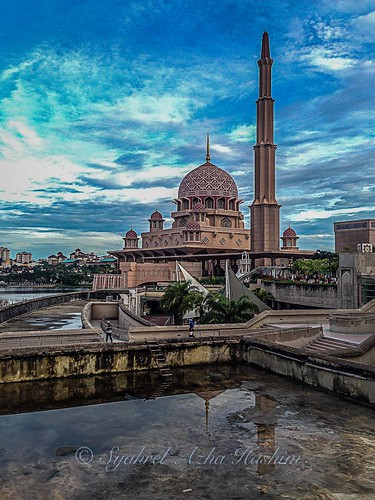 morning travel light detail reflection building architecture clouds sunrise colorful getaway pray eid naturallight mosque malaysia handheld putrajaya dramaticsky iphone solat masjidputra iphone5 syahrel