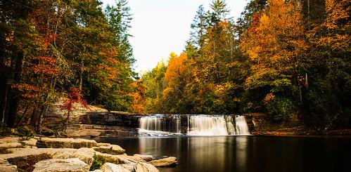 northcarolina blueridge appalachianmountains mountains westernnc nc dupontstateforest hookerfalls waterfall water river autumn fall seasons outdoor nature landscape statepark
