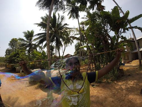 Seifenblasen in Behinderteneinrichtung in Ittapana, Sri Lanka 17 | by Bubblebo