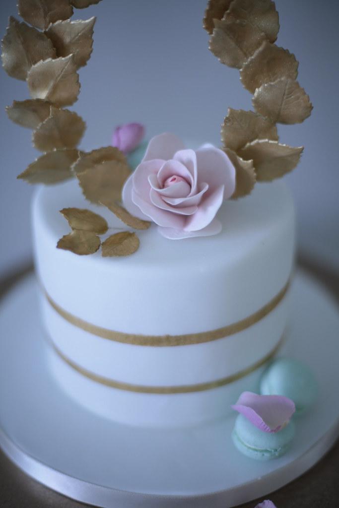 Minature wedding cake with macaron