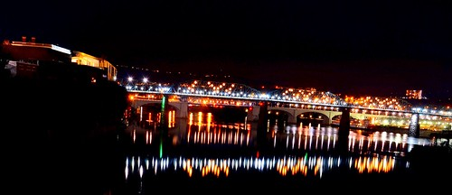 blue red orange reflection green chattanooga beautiful lights evening flickr glow shine tennessee horizon nighttime northshore riverboat lamps steamboat walnutstreetbridge lightshow tennesseeriver coolidgepark huntermuseum marketstreetbridge deltaqueen bluffviewartdistrict