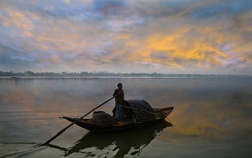 sky india reflection sunrise river dawn boat fisherman fishingboat kolkata calcutta ganga ganges westbengal