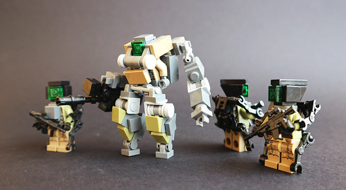 WarGearTech MEC and the soldiers in the exoskeleton