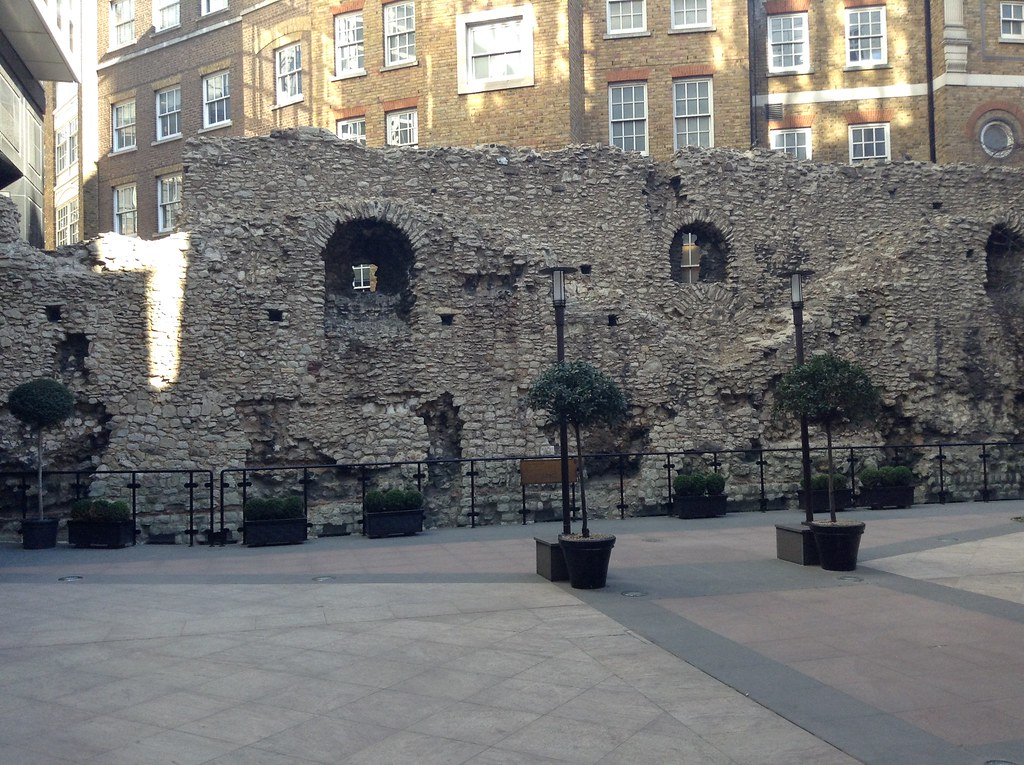 Hidden Roman wall in City of London.