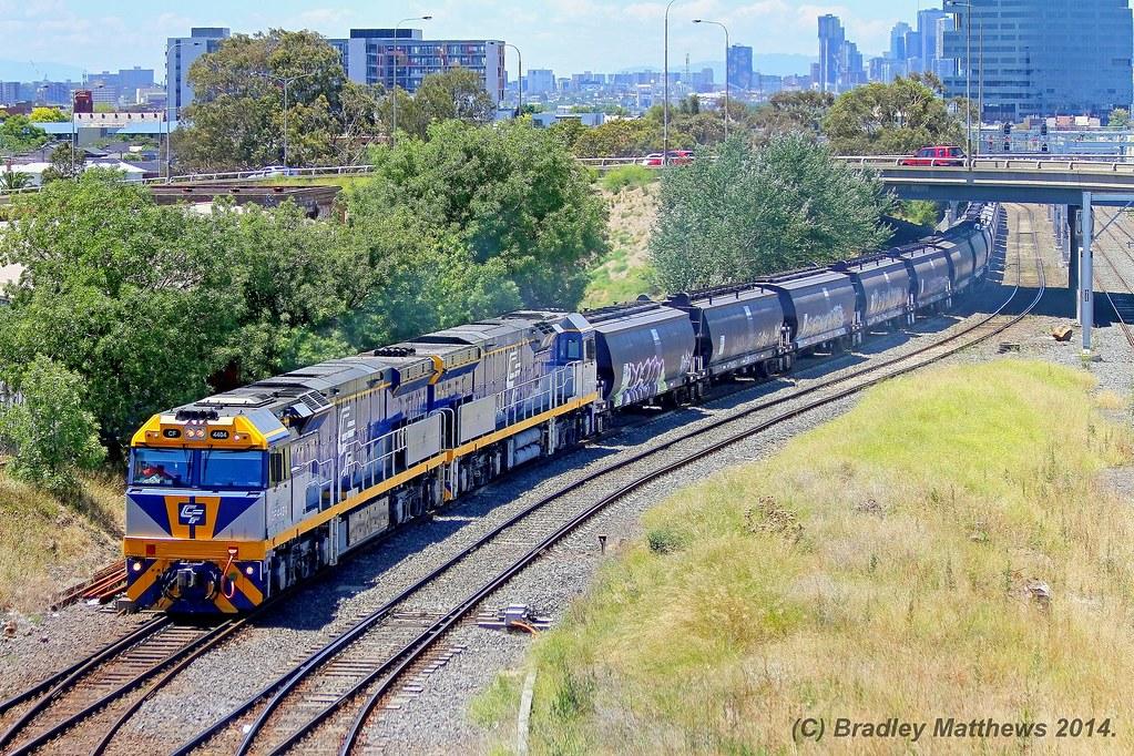 CF4404-CF4402 with 7735 down empty Qube SG grain to Austrak Siding, Somerton at West Footscray (13/12/2014) by Bradley Matthews