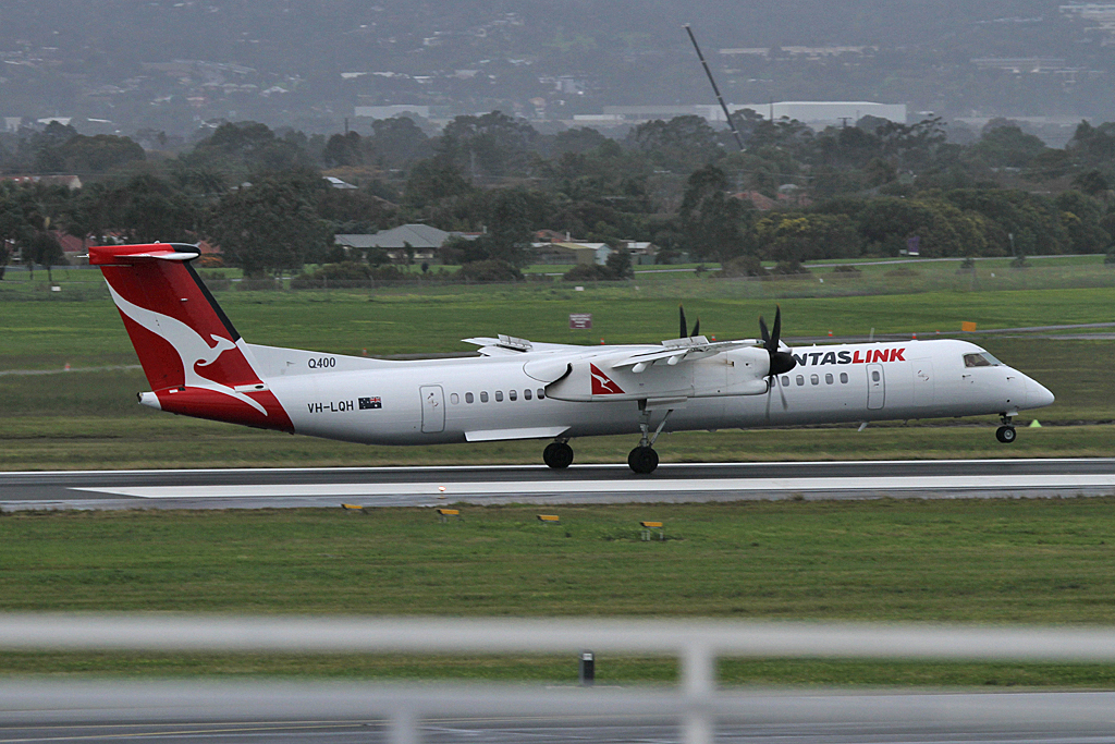 QantaslinkDash8-402-VH-LQH