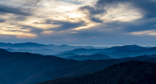 mountains clouds tennessee blues northcarolina layers clingmansdome contours appalachianmountains greatsmokymountainsnationalpark gsmnp sunrisessunsets