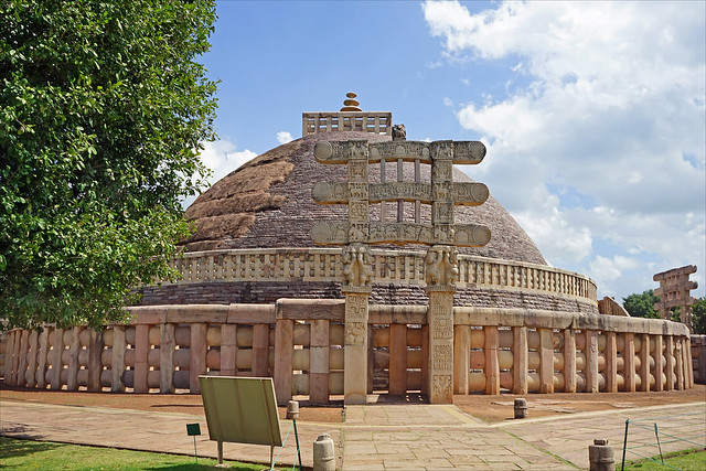 Le grand stūpa de Sanchi, Torana ouest (Inde)