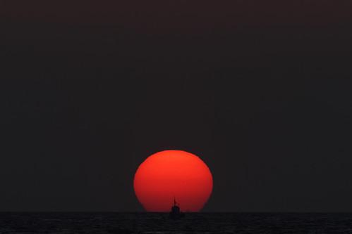 park sunset sea sky sun japan boat ship horizon sigma 300mm 夕陽 teleconverter merrill foveon 船 sd1 日没 20x 600mm 水平線 120300mm sigma120300mm sigma120300mmf28 tc2xex sigma12030028 落陽 大蔵海岸 sd1merrill