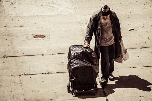 El hombre de la bolsa   by Gonzak