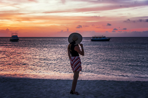 aruba island onehappyisland summer holiday carribean beach happy hot sand girl posing sea water reflection sun sunset red clouds sky dawn boat boats outdoor