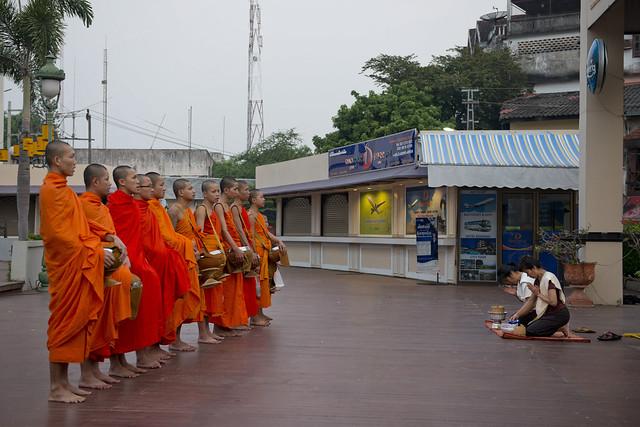 LAO152 Laotian monks - Vientiane 56 - Laos