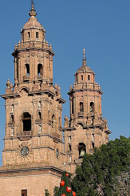 las torres casi gemelas.