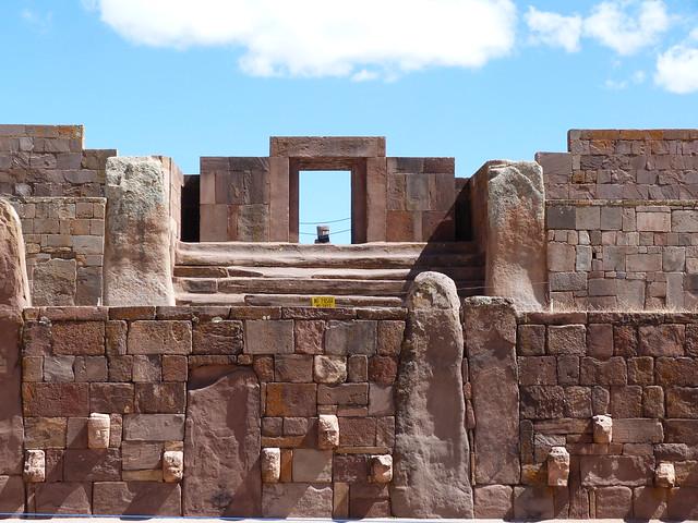 Ruinas de Tiwanaco, uno de los lugares esenciales que ver en Bolivia