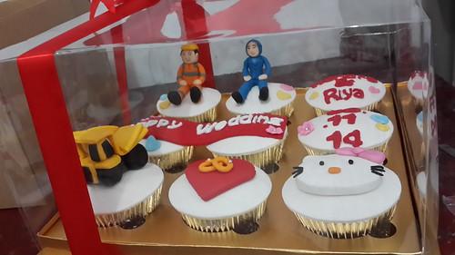Cupcake for Wedding Gift Tractor Hello Kitty - Jakarta | by cupcakesjakarta